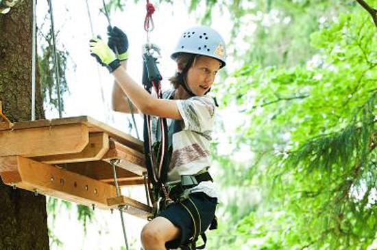 Upzone Äventyrspark i Ullared erbjuder bland annat äventyrsklättring
