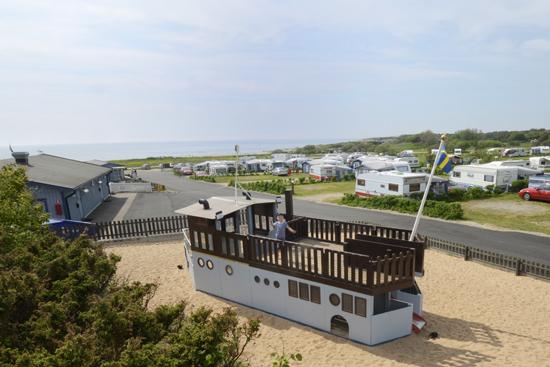 På Ugglarp.nu finns mycket att göra för barnen, bland annat finns en lekplats med ett piratskepp.