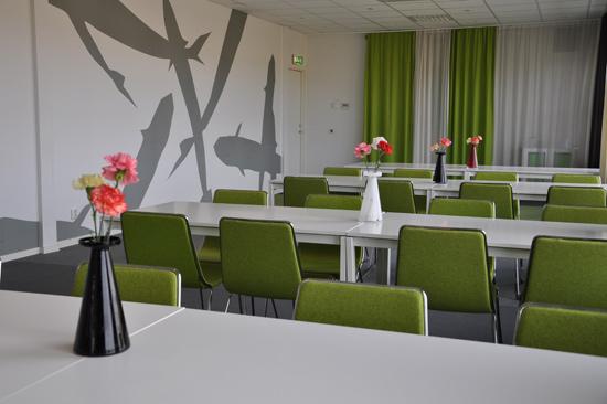Laxbutiken i Heberg, strax söder om Falkenberg, har möteslokaler av olika storlek, till exempel Gröna Rummet med plats för max 60 personer.