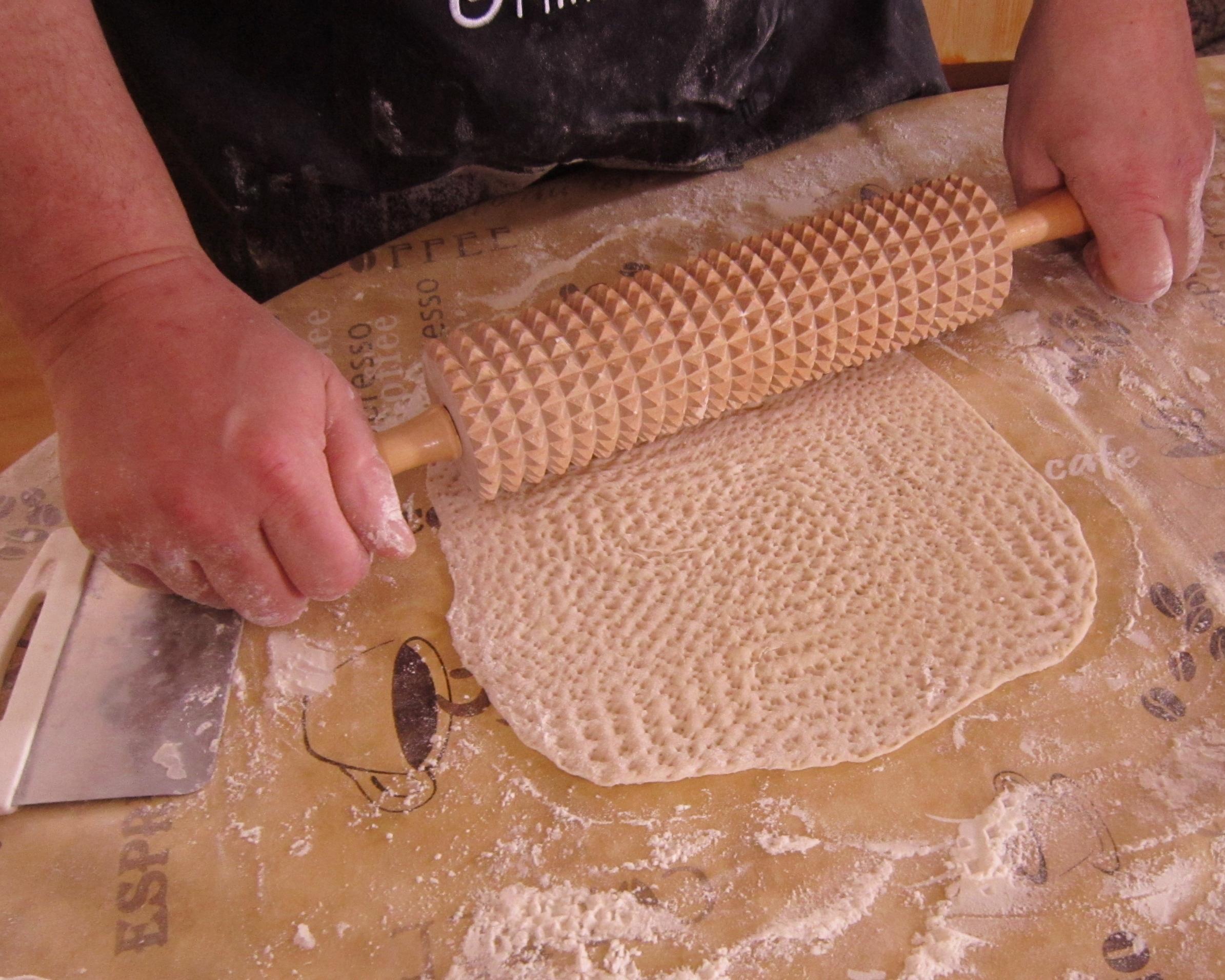 Gahkku kaka görs i ordning för gräddning