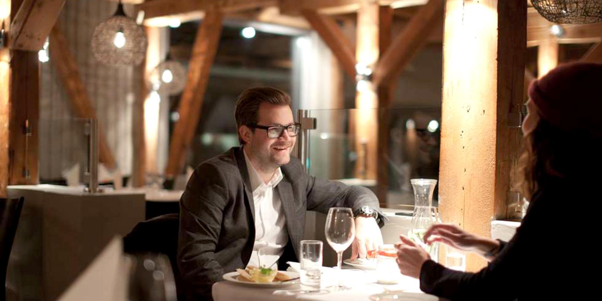 Ørens Meieri på Verdal, et par nyte maten. Copyright: Ørens Meieri