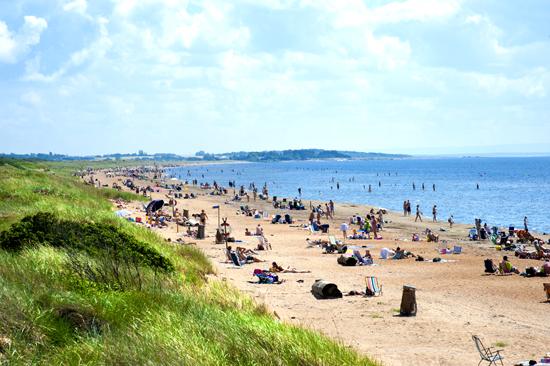Östra stranden är en av Halmstads mest omtyckta stränder och Stugcentralen har boende i närheten