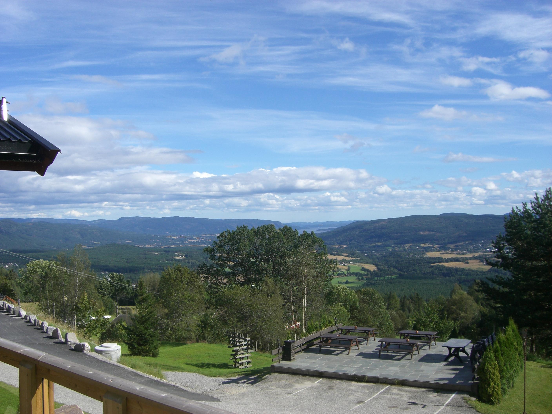 Utsiktbilde over Bø i Telemark. Bilde tatt fra en veranda til en av leilighetene på Lifjell Sol. , © Bø Hotell