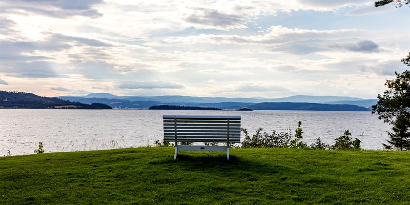 Jægtvolden Fjordhotell - Seating by the fjord. Copyright: Jægtvolden Fjordhotell