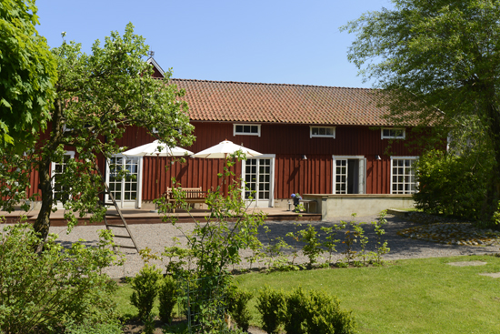Njut av vacker herrgårdsmiljö på Säbyholms Gård, strax utanför Laholm