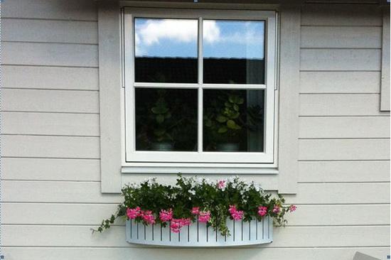Lilla vita huset är 50 kvm stort och ligger mellan Halmstads centrum och Tylösand.