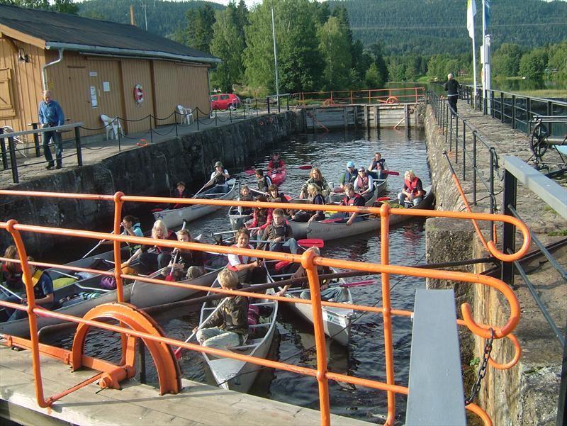 Entusiastiske kanopadlere i Lunde sluse , © Lunde Vandrerhjem