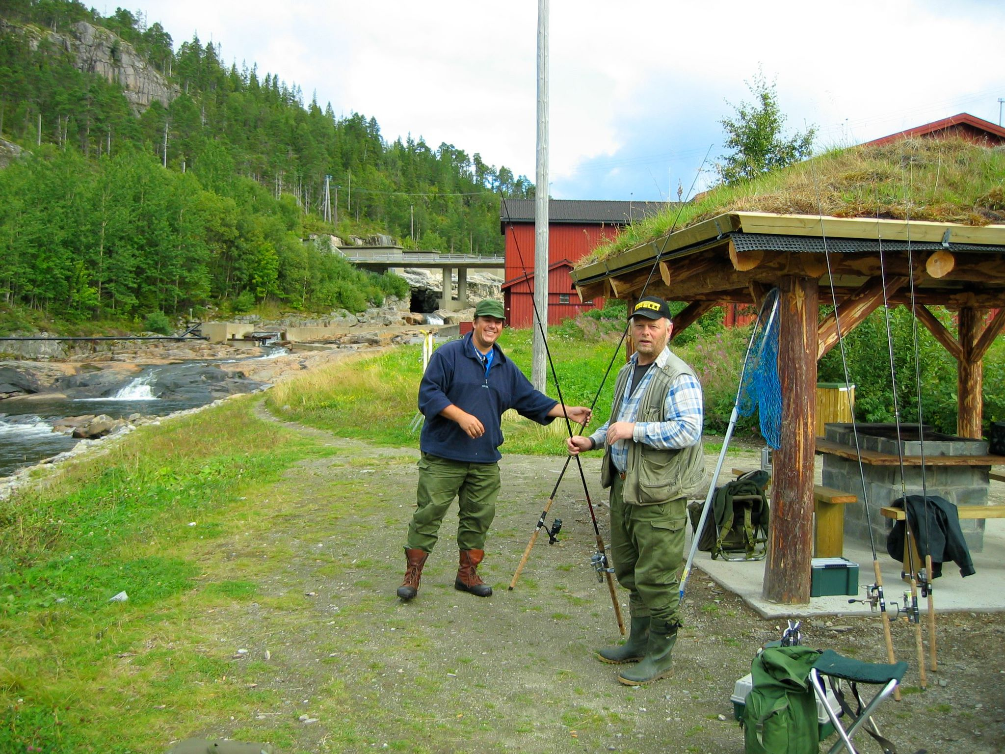 Laksefiskere i Opløelva.