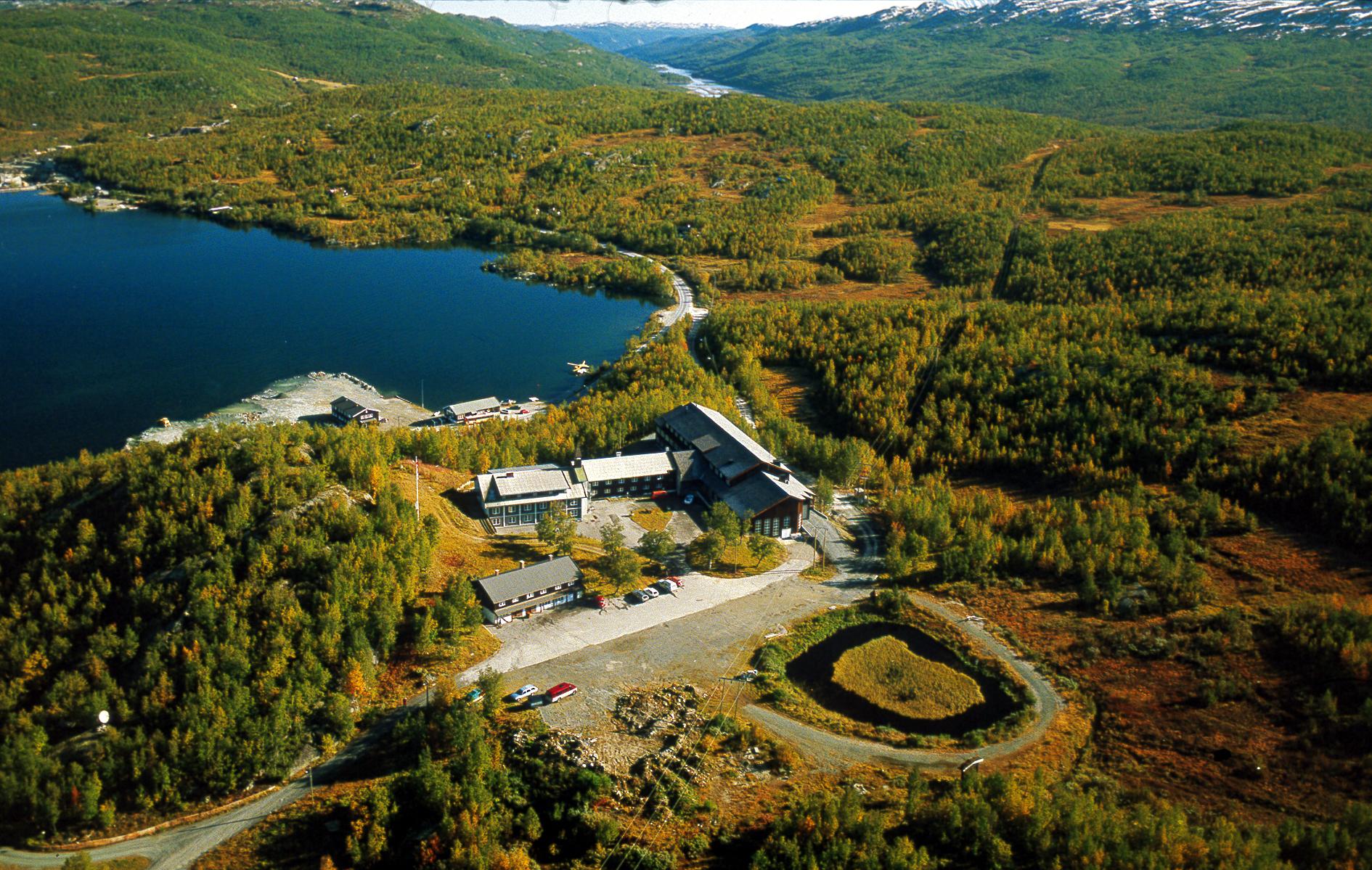 Møsvatn/Skinnarbuområdet finnes det i alt fem sykkelruter fra 8 km til 14 km.De fleste rutene egner seg godt for barnefamilier. Turene går i vakker natur, alt fra fjelldaler til Hardangerviddas bølgende landskap. , © visitRjukan AS