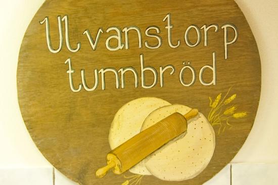 På Ulvanstorp kan du prova på att baka tunnbröd eller fika i tunnbrödscaféet.