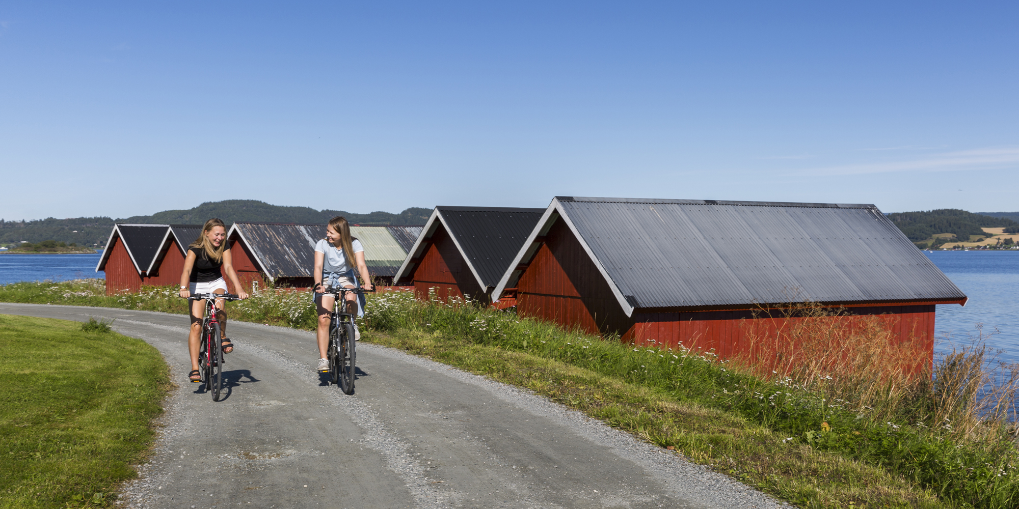 Biking in Straumen at Inderøy, along the Borgenfjorden. Copyright: Lena Johnsen