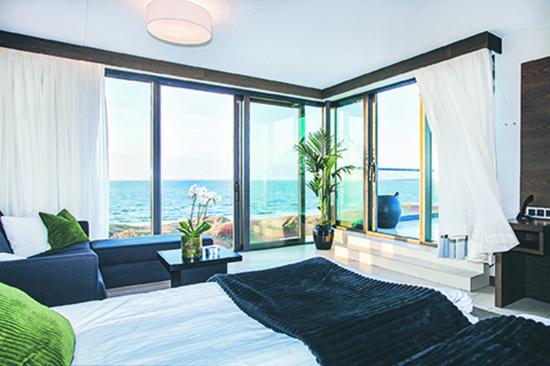 Rum med utsikt mot havet på Hotel Tylösand