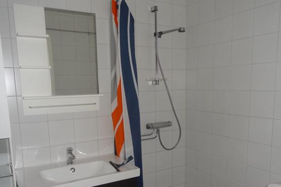 Alla lägenheter i Sommargården på Östra Strand i Halmstad har toalett/dusch och pentry.