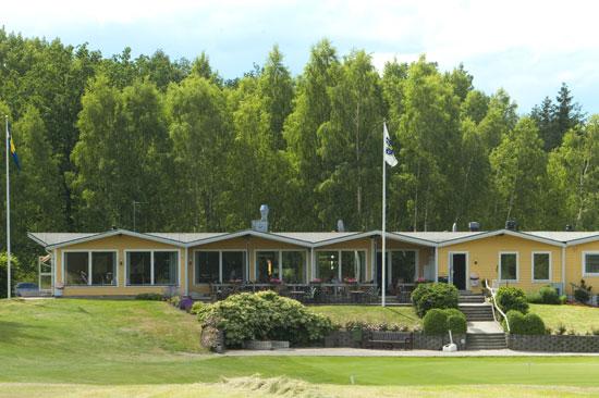 Laholms golfklubb ligger i inlandet söder om Laholm