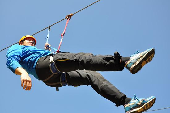 """På Kungsbygget i Laholm kan du """"flyga nerför"""" Hallandsås i ziplina. En häftig upplevelse!"""