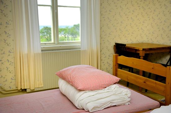 Kuggaviksgården i Åsa erbjuder logi med pensionats- eller vandrarhemsstandard