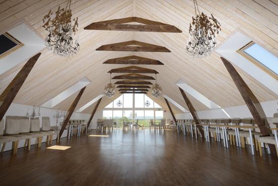 Festlokalen på Lanthotell Lögnäs Gård erbjuder möjlighet till bröllop, fest och konferens