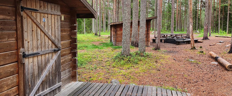 Fåröns Friluftsområde Utedass och eldstad