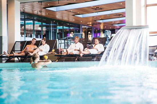 Njut av en simtur i saltvattenpoolen på nedre plan av The Spa, Hotel Tylösand