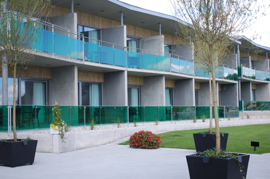 Hotellet på Ringenäs Golfklubb i Halmstad ligger direkt vid golfbanan och alla rum har havsutsikt.