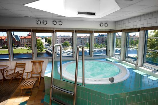 Som gäst på Scandic Hallandia har du tillgång till Relaxavdelningen med en härlig utsikt över Nissan och Halmstad Slott