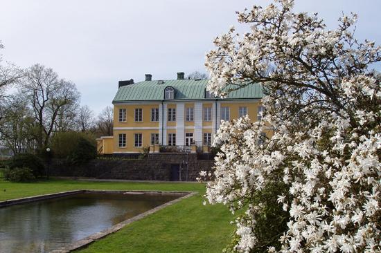 Wapnö Gårds Hotell utanför Halmstad ligger vackert vid Wapnö Slott