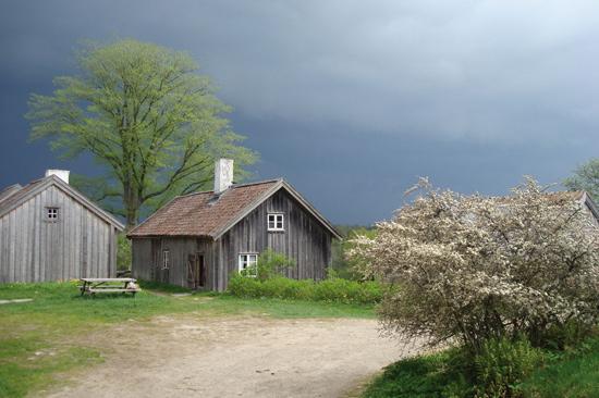 Besök Äskhults by utanför Kungsbacka en genuin 1800-tals by med rötter i 1600- och 1700-talen