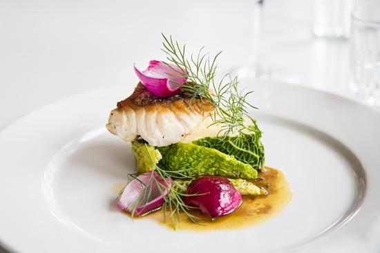 Utsökt mat och dryck väntar dig på Restaurang Varbergs Stadshotell