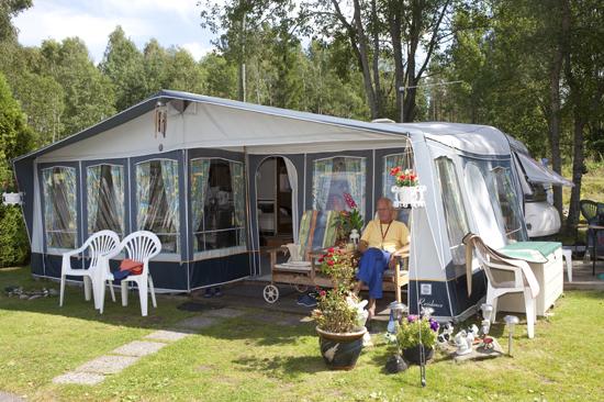 Inlandets lugn och stillhet utanför tältet på Jälluntofta Camping