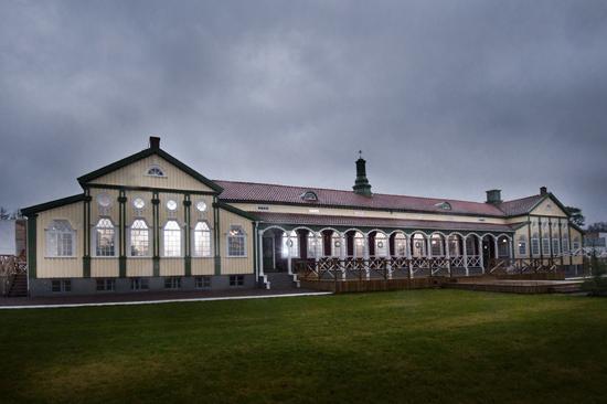 Strandhotellet är beläget i Mellbystrand mellan Halmstad och Båstad