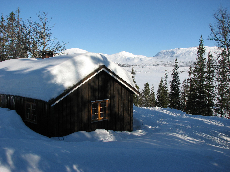 Skjækerhytta til Snåsa Fjellstyre, vinter.