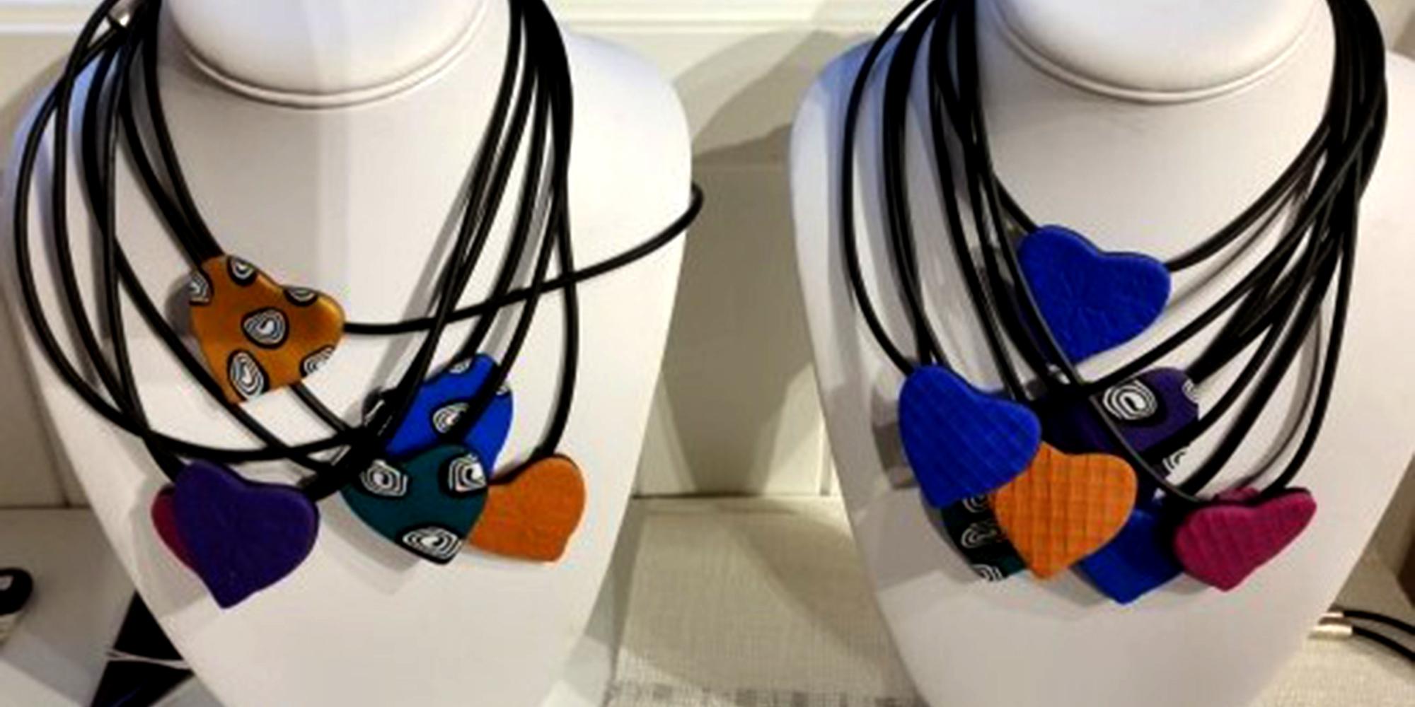 Glasslåven - necklaces with glass. Copyright: Glasslåven