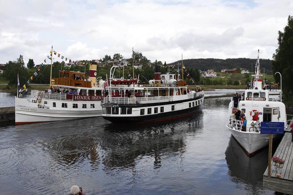3 stolte kanalbåter, © Else Sæterdal