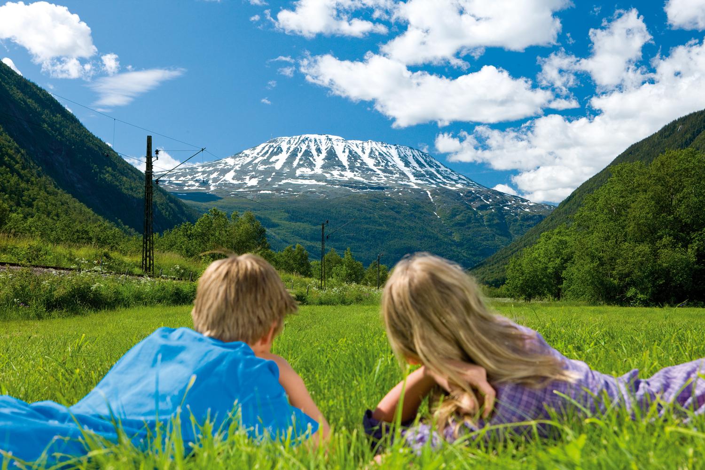 Gaustatoppen troner majestetisk over byen Rjukan , © Mediateam/VisitRjukan