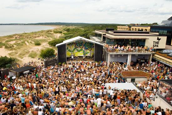 Under sommaren blir det härlig stämning på Hotel Tylösands After Beach