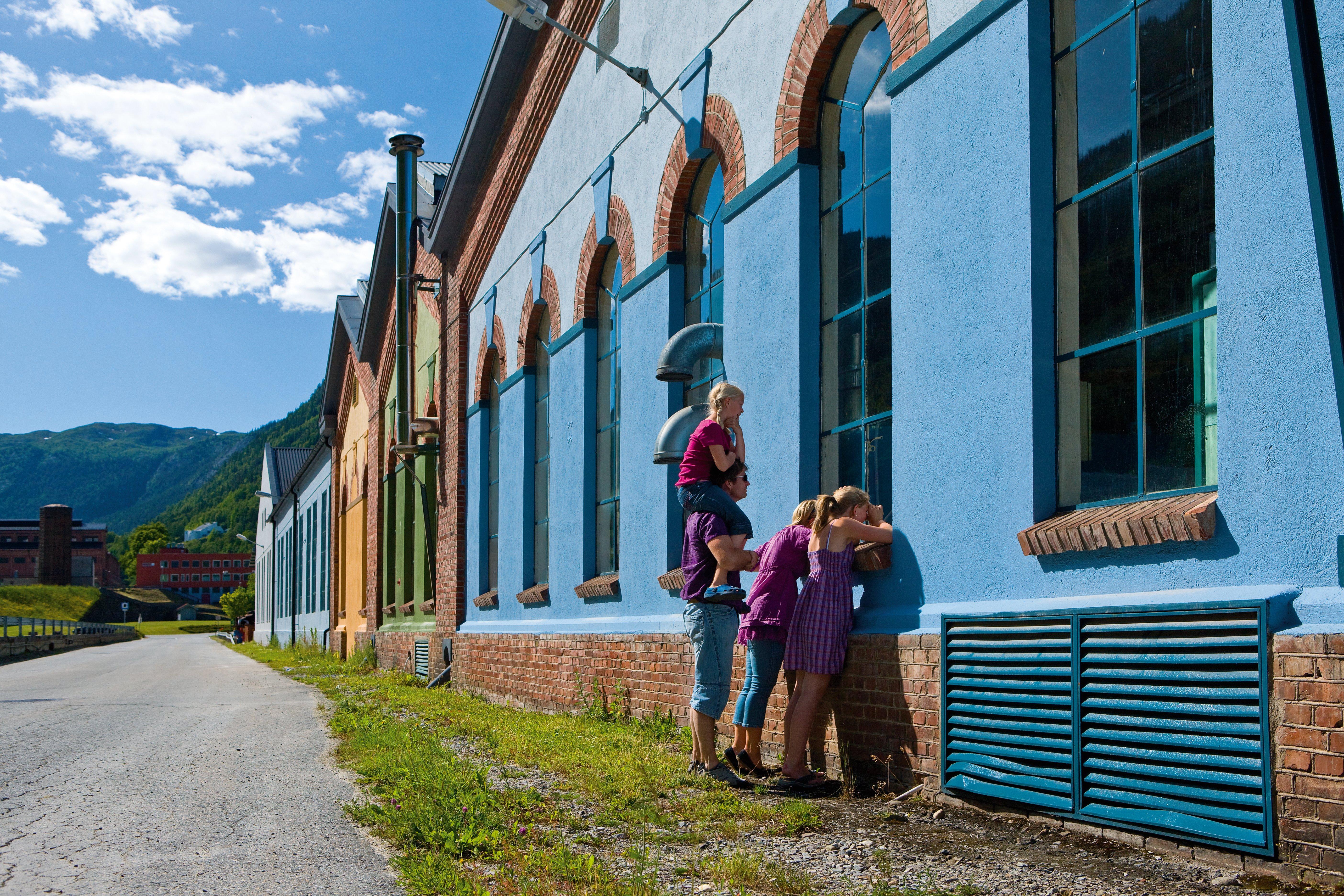 """Med byvandringen """"Klasseskillet"""" tar du også turen innom Hydroparken på Rjukan, © Mediateam/VisitRjukan"""