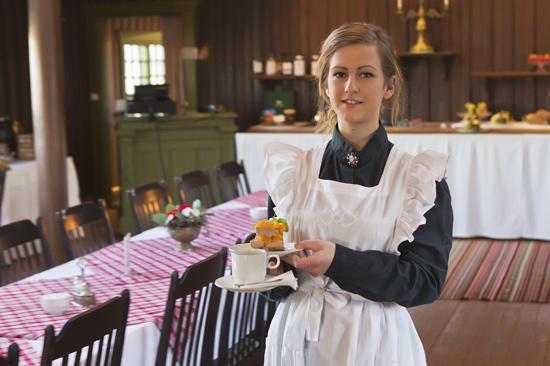 I Storstugans restaurang och kafé på Tjolöholms Slott serveras hemlagad husmanskost tillagad på traktens råvaror