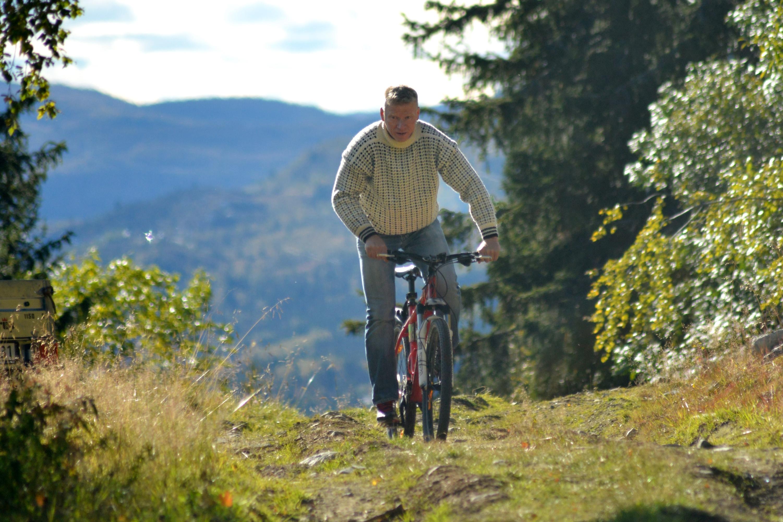 Sykling på Rjukan kan by på varierende terreng. Her kan du sykle både på asfalt og sti.  , © Nancy Bundt