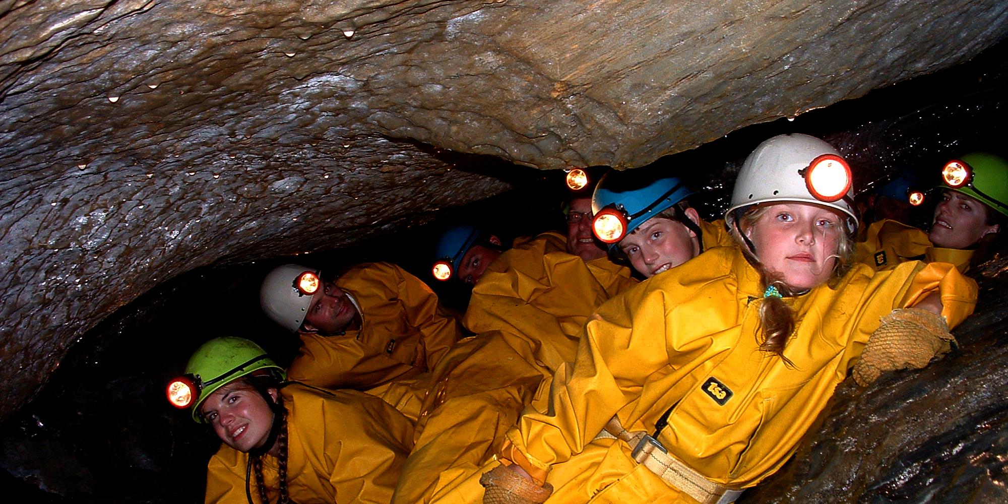 Mokk gård - grottevandring. Copyright: Mokk gård