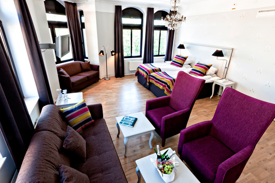 Rum 207, nyrenoverad hörnsvit beläget på våning 2 på BEST WESTERN PLUS Grand Hotel i Halmstad