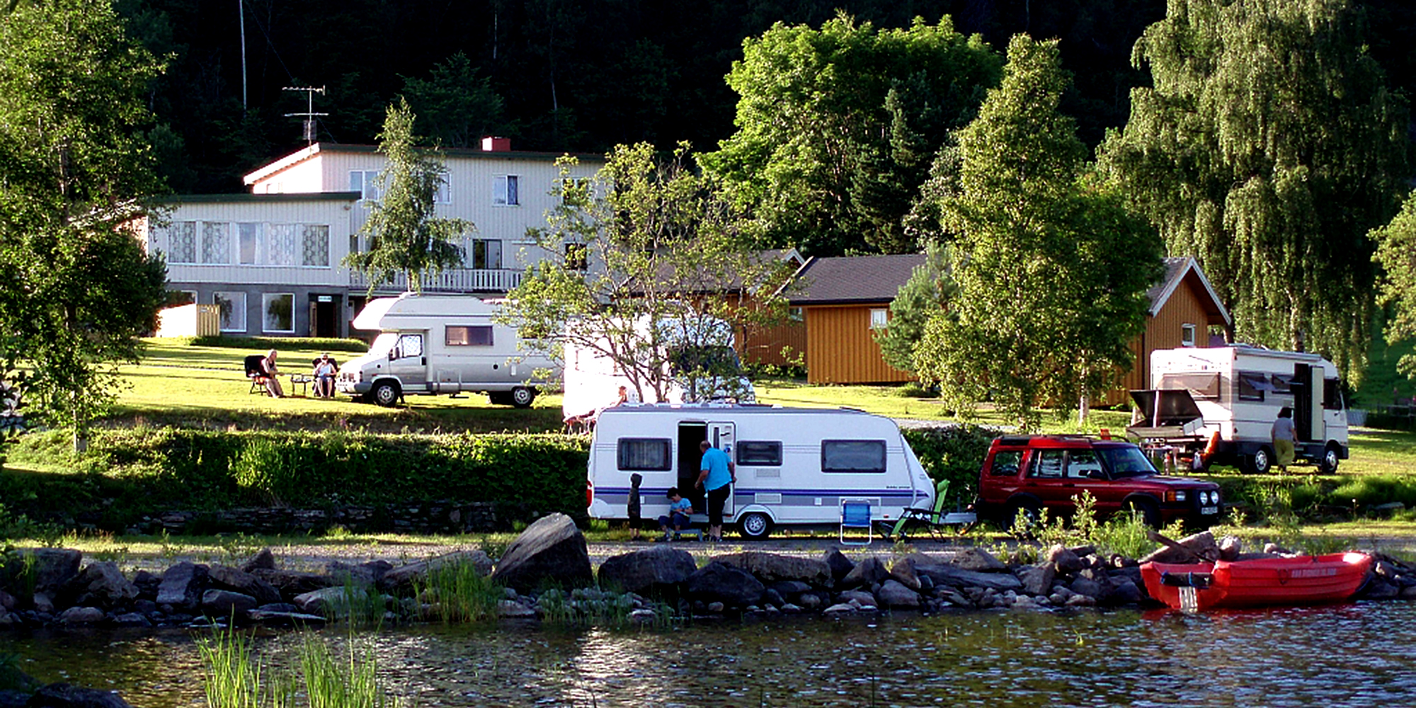 Kvam Motell og Camping - situated on the shores of Snåsavatnet. Copyright: Kvam Motell og Camping