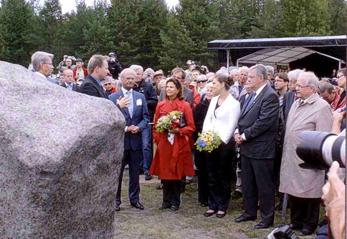 Kungligt besök vid minnesstenen i Pitsund