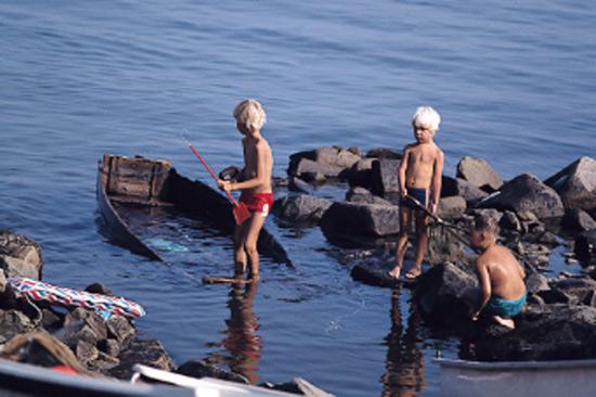 På Hansagårds camping utanför Falkenberg är krabbfiske en populär aktivitet bland barn och vuxna
