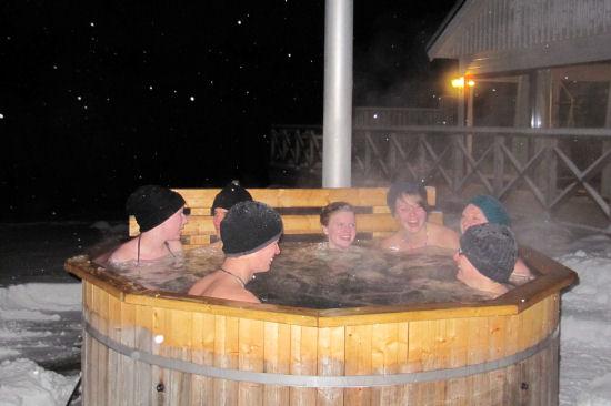 Bad i den vedeldade tunnan på Hotel Bella Notte - en populära vinteraktivitet för alla åldrar