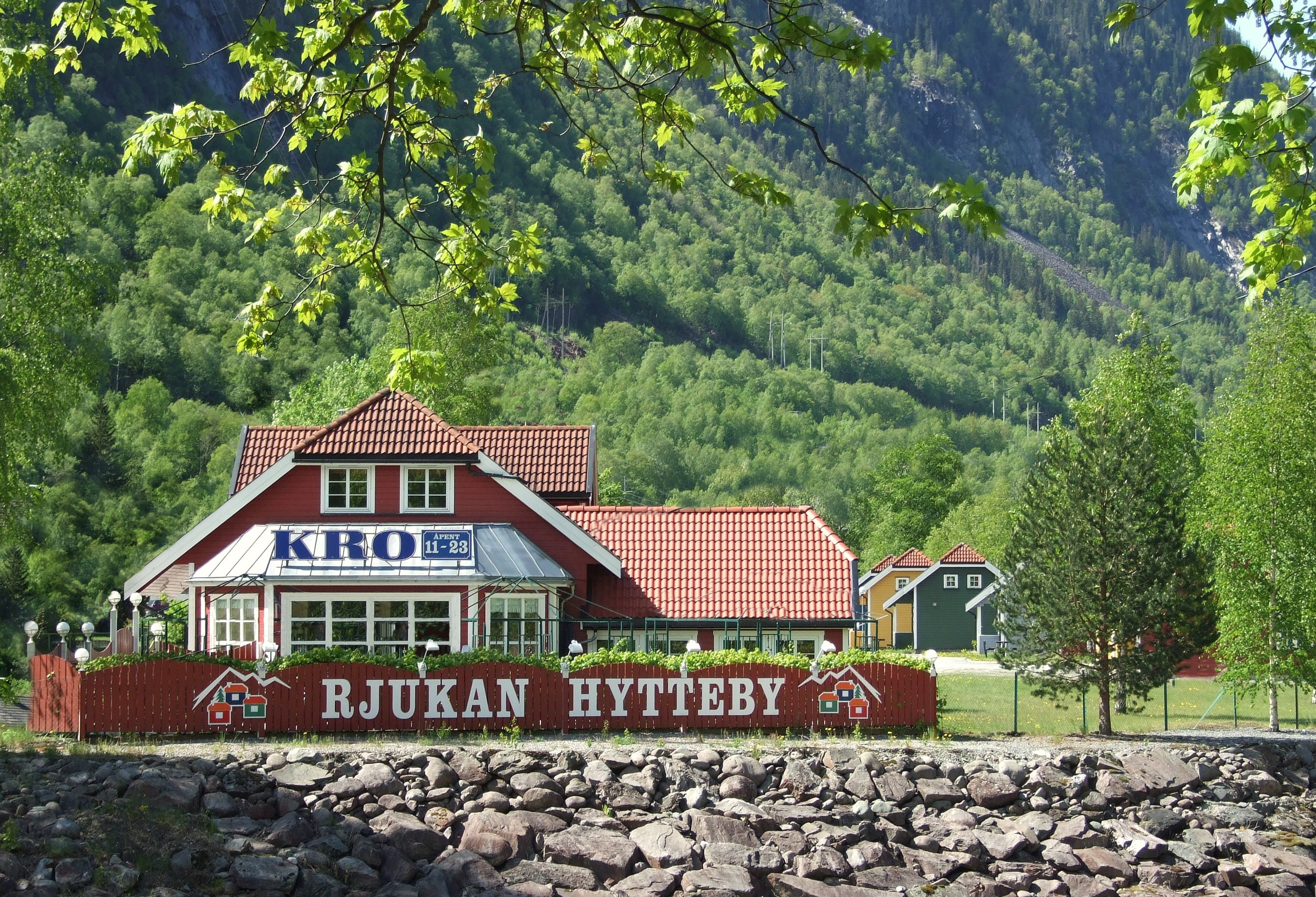 Hyttebyen ligger i gangavstand til Rjukan sentrum og Rjukanbadet , © Knut Erik Jakobsen