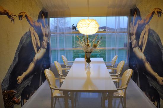 Liberace är det spännande namnet på ett av konferensrummen på Laxbutiken i Heberg.
