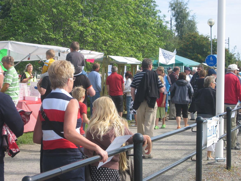 Folk på skärgårdsfest 2007