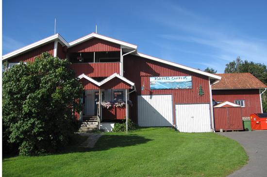 Rörviks Camping på Onsalahalvön hälsar välkommen till en naturnära och lugn vistelse.