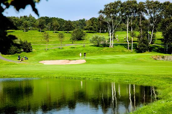 Ringenäs Golfklubb har 27 vackra golfhål med en vidunderlig utsikt och olika karaktär, Links, Seaside & Hills