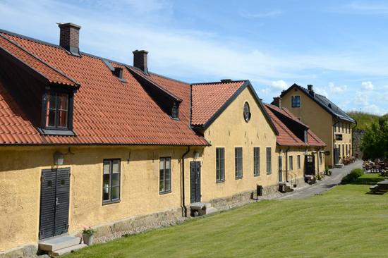 Fästningens vandrarhem i Varberg ligger precis vid havet och består av tre byggnader i anrik miljö